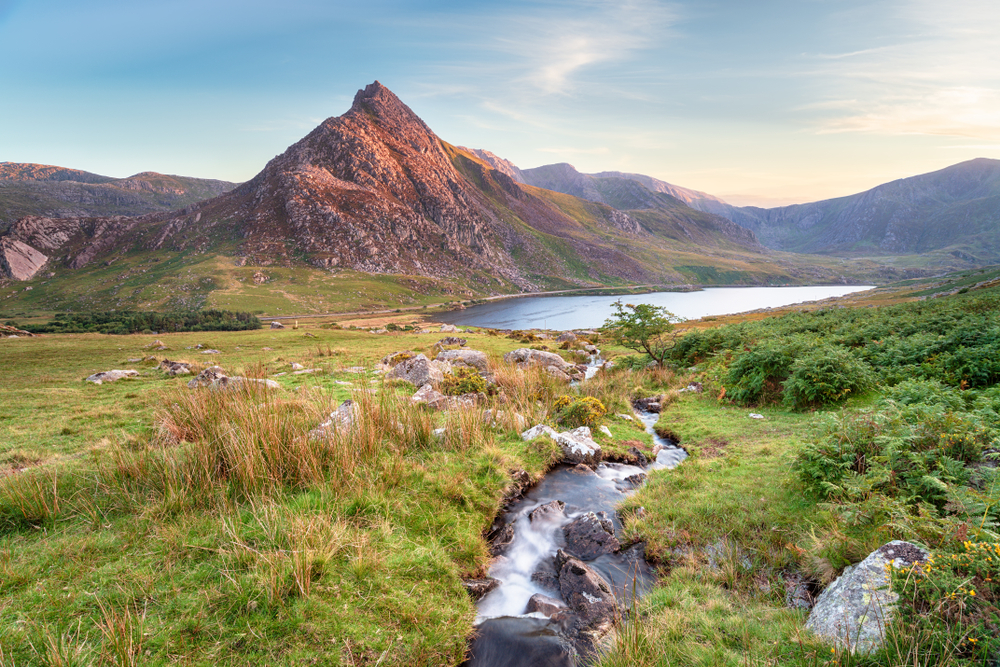 EXPERIENCE THE BEAUTIFUL WELSH COUNTRYSIDE ON A YOGA & WILD SWIMMING RETREAT